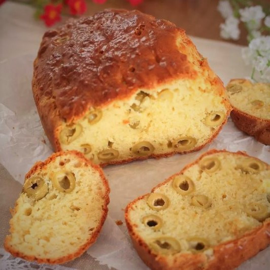 Salty plumcake with olives
