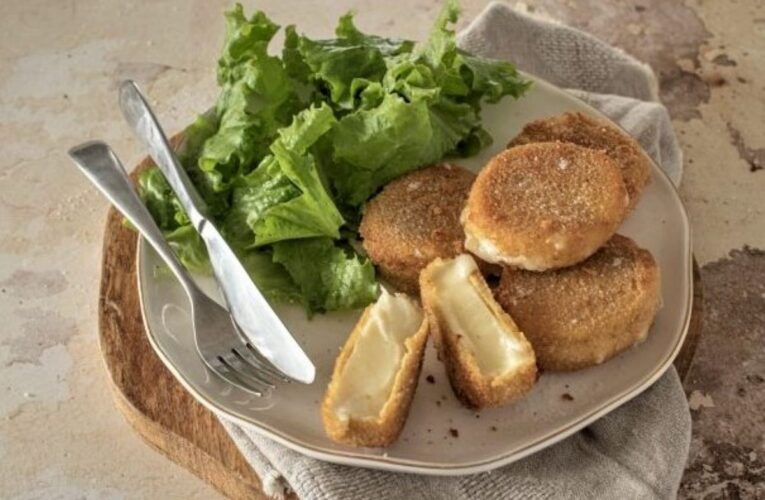 Fried cheese medallions: the recipe for a delicious and stringy appetizer