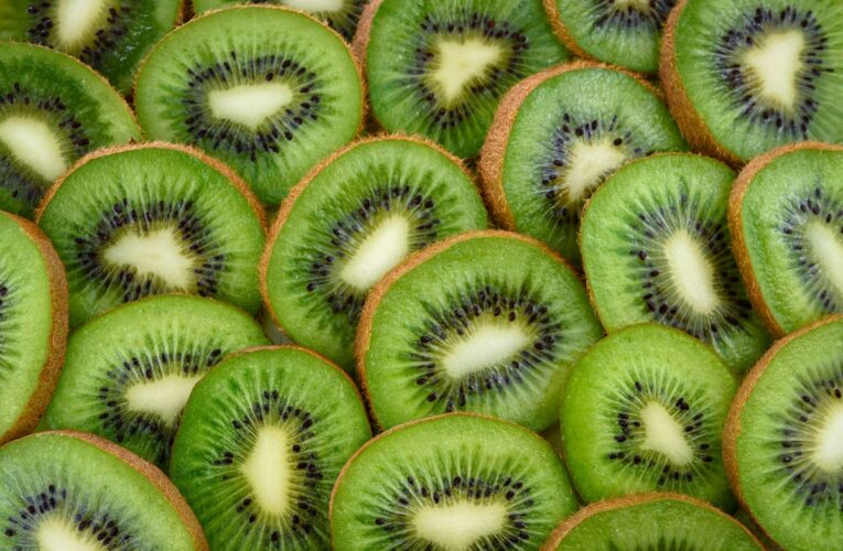 Kiwi jam: original recipe and 5 healthy variations